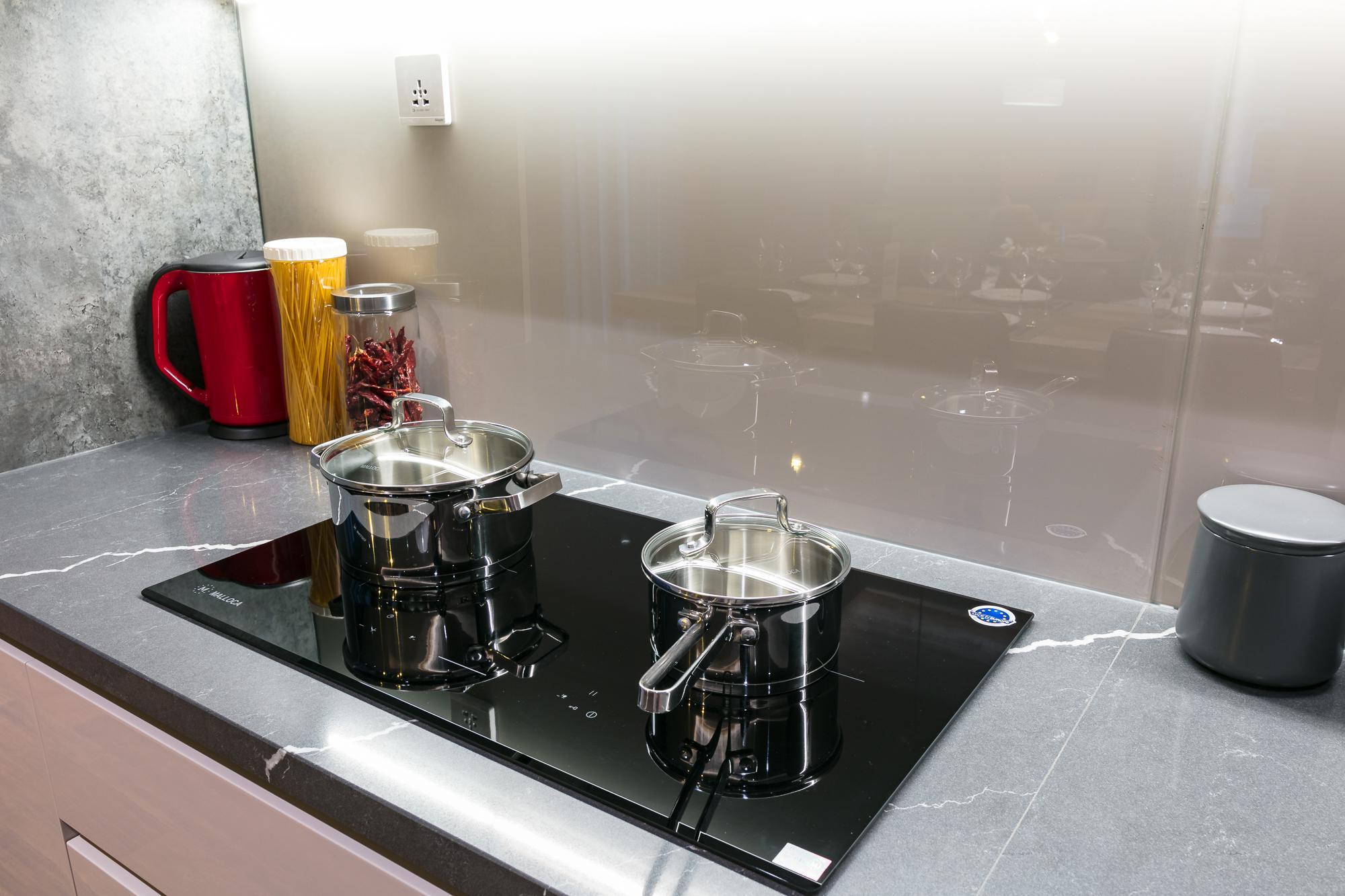 So sánh bếp từ và bếp hồng ngoại, nên dùng loại nào thì tốt hơn?