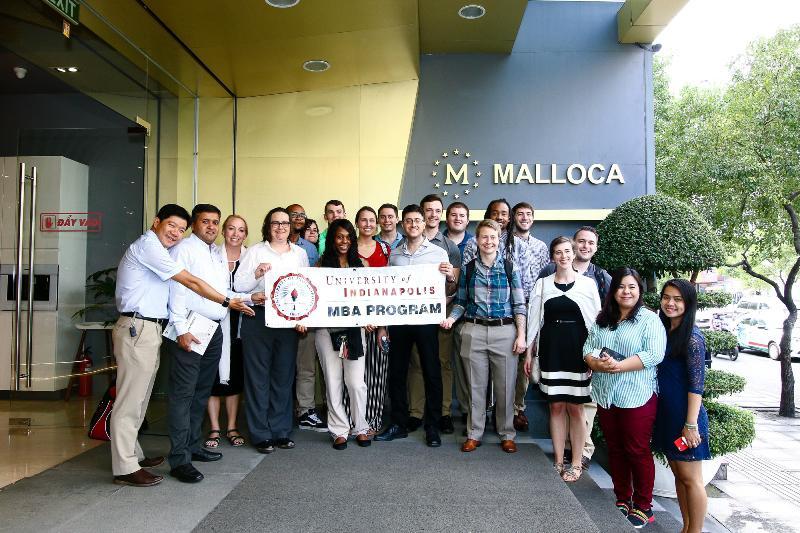 Vinh dự đón tiếp phái đoàn MBA Mỹ đến tham quan showroom Malloca