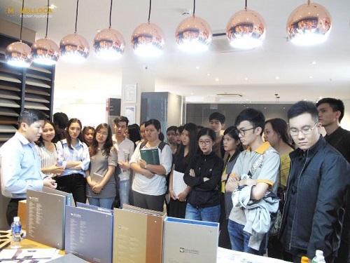 SV Nội thất ĐH Hoa Sen tham quan showroom Malloca